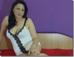 amateur-cam-girl-elssie69-fingering